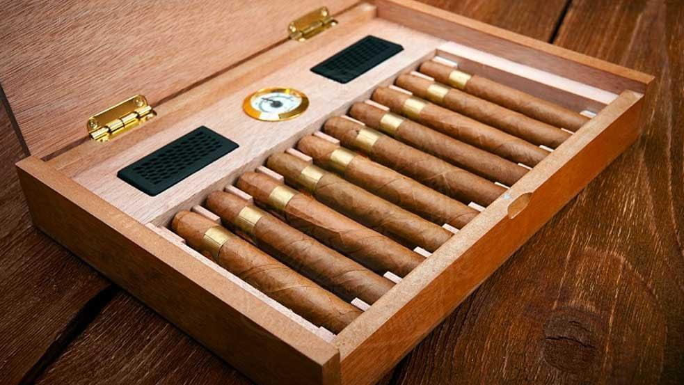 How to season a new humidor, humidor with cigars